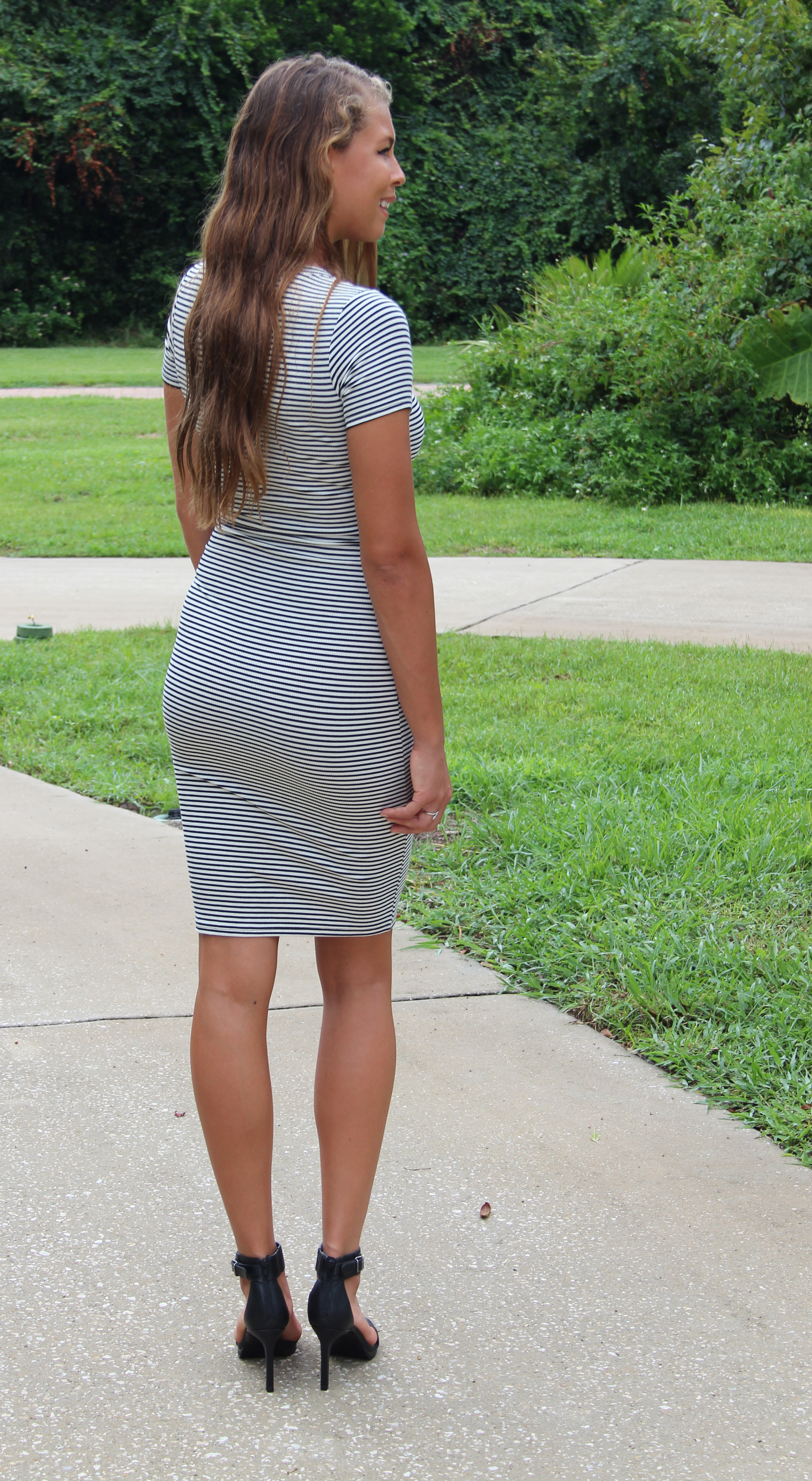 girls caught short pics